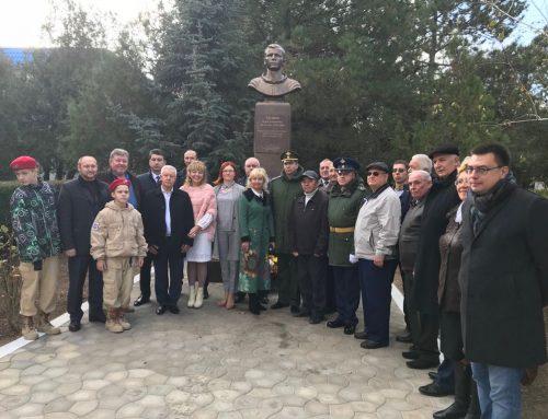 Открытие памятника Ю. А. Гагарину,  г. Евпатория.