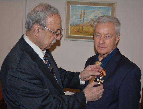 Вручение награды М.Л. Сердюкову в Москве