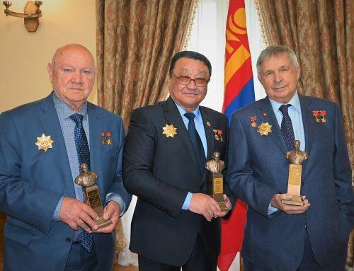 Вручение бюстов в Посольстве Монголии